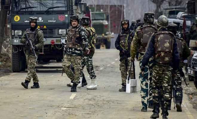 जम्मू-कश्मीर: मुठभेड़ में दो आतंकी ढेर, भारी मात्रा में हथियार व गोला-बारूद बरामद
