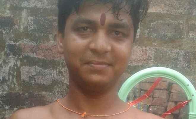 पीएम मोदी के जुनून में खुशी से पागल हुआ युवक, सीने पर चाकू से लिखा मोदी