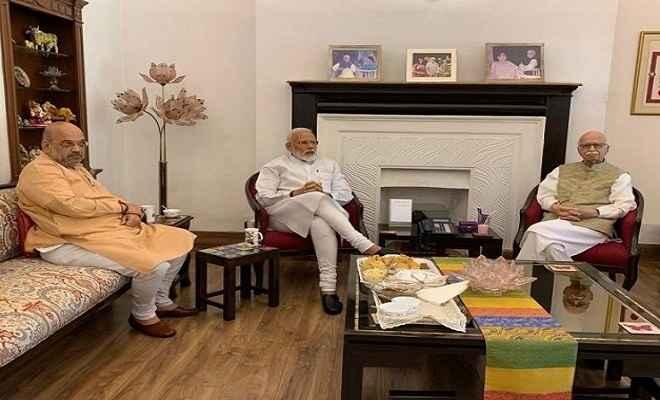 प्रचंड जीत के बाद प्रधानमंत्री मोदी- अमित शाह ने आडवाणी और जोशी से लिया आशीर्वाद