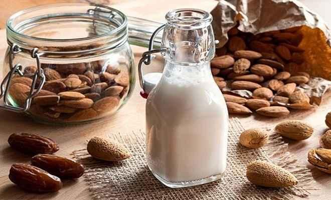बादाम दूध फायदा नहीं इन लोगों को पहुंचाता सकता है नुकसान