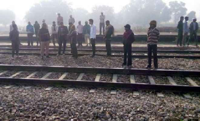 ट्रेन की चपेट में आने से छात्र की दर्दनाक मौत