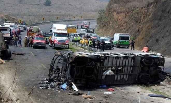 मेक्सिको: बस और ट्रक में जोरदार भिडंत, हादसे में 21 की मौत, कई घायल