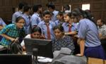 सीबीएसई 12वीं कक्षा का परिणाम घोषित, हंसिका और करिश्मा बनीं टॉपर