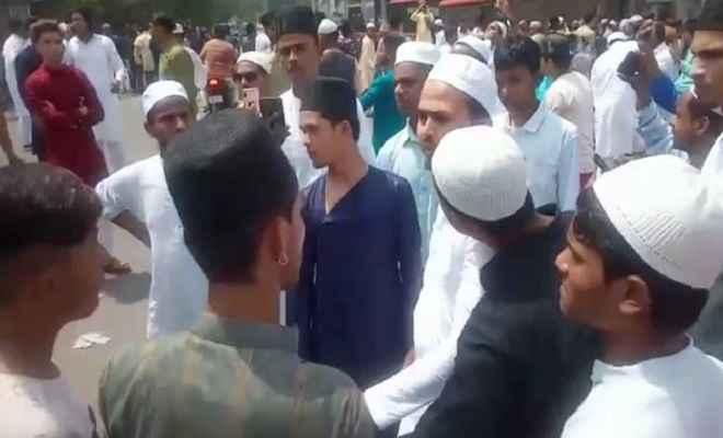 दिल्ली के खुरेजी में नमाजियों को कार ने मारी टक्कर, आक्रोशित भीड़ जमकर किया हंगामा