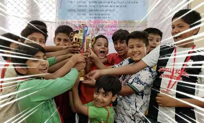 भारतीय विमानपत्तन प्राधिकरण,नई दिल्ली द्वारा  स्पोर्ट्स एक्टिविटी कैंप के दौरान 07-12 आयु वर्ग की फुट बॉल टीम का बेहतरीन प्रदर्शन