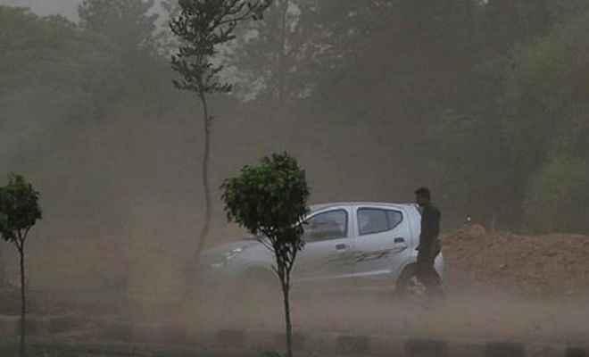आंधी-तूफान से उत्तर प्रदेश में 18 लोगों की मौत, कई घायल