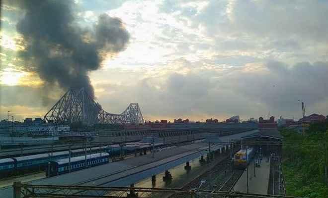 कोलकाता: केमिकल फैक्टरी में लगी आग, मौके पर जुटी फायर ब्रिगेड की 20 गाड़ियां