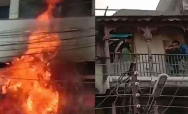 कपड़े की दुकान और स्कूल में लगी भीषण आग, स्कूल के संचालक की पत्नी और दो बच्चों की मौत