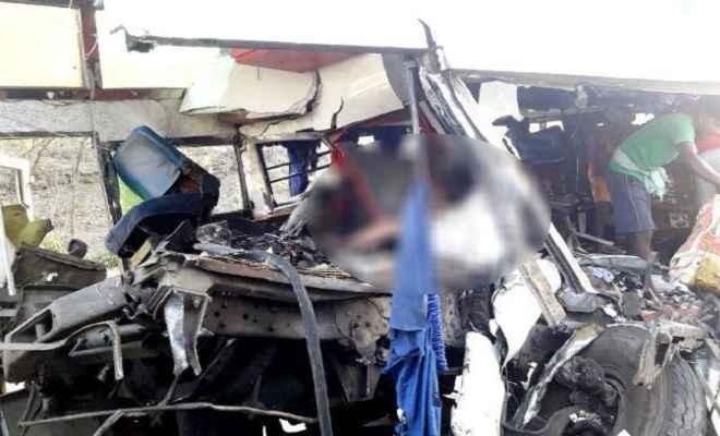 लोहे की सरिया से लदे ट्रेलर में जा घुसी महारानी बस; 11 यात्रियों की मौत, 21 घायल