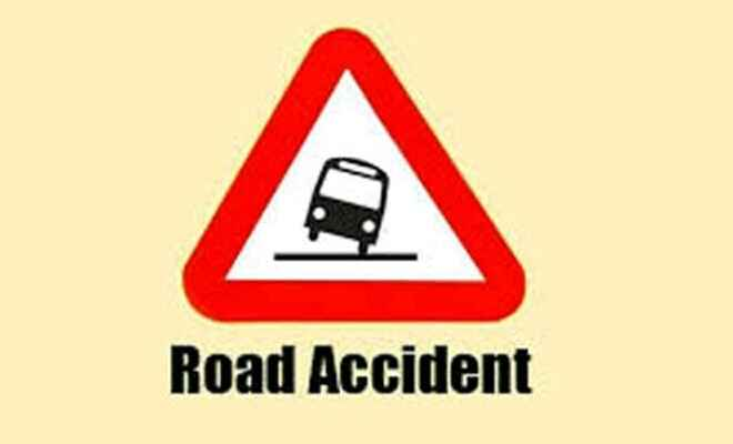 मोतिहारी के डुमरियाघाट में कार व टाटा मैजिक ट्रक की टक्कर, गोपालगंज व सीवान के आधा दर्जन घायल