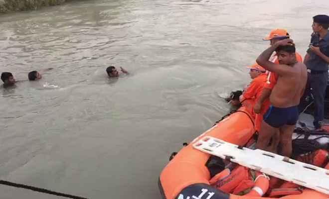 बारातियों से भरा वाहन नहर में गिरा, 7 बच्चे लापता, सर्च अभियान जारी