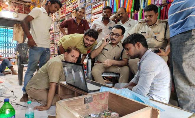 मोतिहारी के श्यमापुर बाजार में अपराधियों ने कपड़ा दुकान से 4 लाख लूटे, पीछा कर रहे थाना चौकीदार को गोली मारी