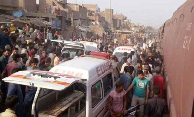 पाकिस्तान: ट्रेन दुर्घटना में 3 लोगों की मौत, कई घायल