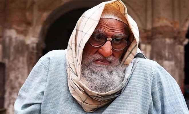 फिल्म 'गुलाबो-सिताबो' में अमिताभ बच्चन दिखे मकान मालिक के लुक में
