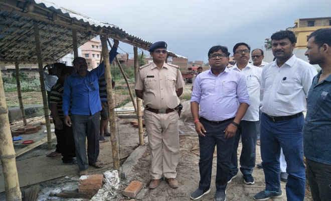 डीएम के निर्देश पर मोतिहारी में रघुनाथपुर धनवती नदी से हटाया गया अतिक्रमण, 7 पर प्राथमिकी