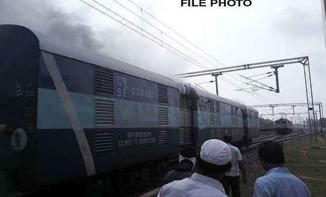 मुजफ्फरपुर से नई दिल्ली जा रही सप्तक्रांति एक्सप्रेस में लगी आग, ड्राइवर की सूझबझ से टला हादसा