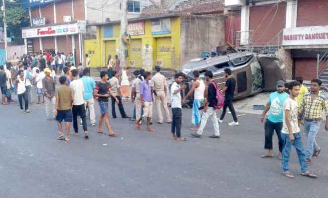 अनियंत्रित एसयूवी ने फुटपाथ पर सो रहे चार बच्चों को कुचला, 3 बच्चों समेत चार की मौत
