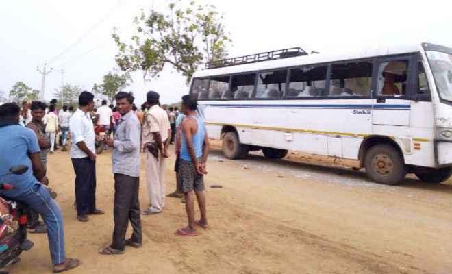 हाईटेंशन की चपेट में आयी बस, चार यात्रियों की मौत, 27 झुलसे, परिजनों ने की सरकार से मुआवजा की मांग