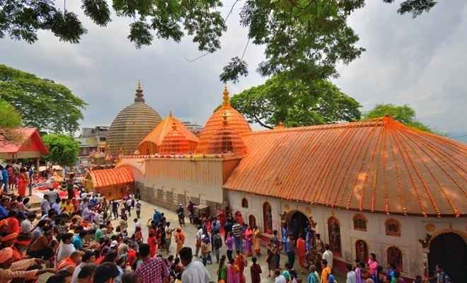 खुला विश्व प्रसिद्ध शक्तिपीठ कामाख्या मंदिर का कपाट, श्रद्धालुओं ने किए मां के दर्शन