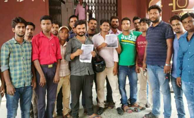 बीएड कॉलेज के मनमानी के खिलाफ छात्र रजिस्टार से मिले
