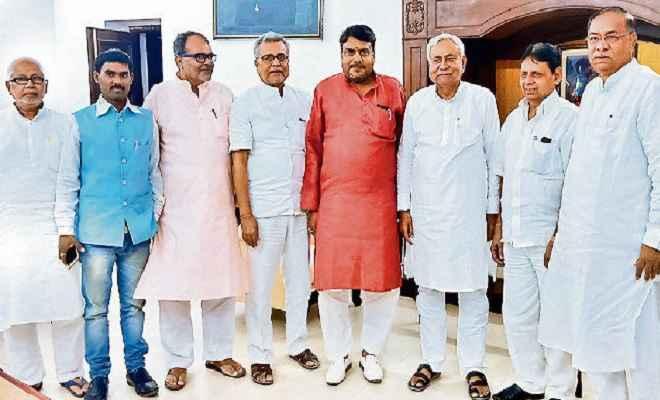 झारखंड के कई नेता मुख्यमंत्री नीतीश की उपस्थिति में जदयू में हुए शामिल