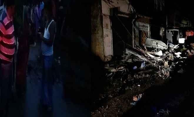 अनियंत्रित ट्रक ने बारातियों को रौंदा, आठ की मौत, लड़की वालों के घर के सामने हुआ हादसा