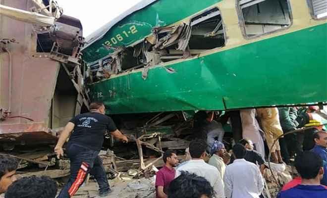 पाकिस्तान में पैसेंजर ट्रेन मालगाड़ी से टकराई, 14 मरे, 69 घायल