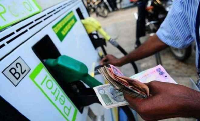 पेट्रोल की कीमतों में लगातार बढ़ोतरी, डीजल के भाव रहे स्थिर, जानें आज के भाव