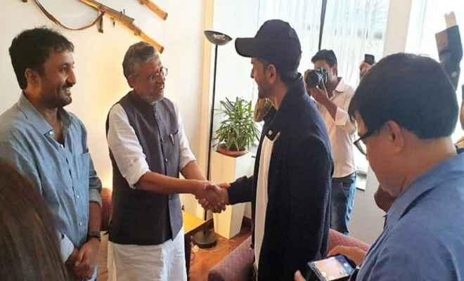 सुपर- 30 के अभिनेता ऋतिक रोशन से मिले उपमुख्यमंत्री सुशील मोदी और आनंद कुमार