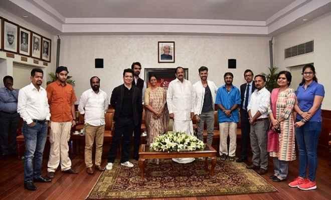 'सुपर 30' की टीम और परिजनों के साथ उपराष्ट्रपति ने देखी फिल्म 'सुपर 30', कहा- प्रेरणादायक है फिल्म