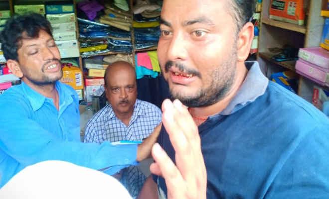 पूर्वी चम्पारण में बाढ़ पीड़ितों ने चिरैया सीओ को पीटकर घायल किया, ढाका में चल रहा इलाज
