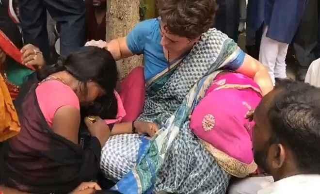 सोनभद्र हत्याकांड: पीड़ितों से मिलीं प्रियंका गांधी, गले लगकर रो पड़ीं महिलाएं