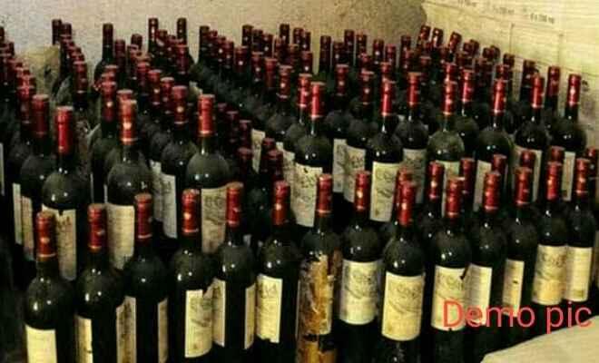 अन्तर्राज्यीय अवैध शराब की तस्करी करने वाले गिरोह का पर्दाफाश, एक अदद लग्जरी वाहन में 490 बोतल अंग्रेजी शराब बरामद