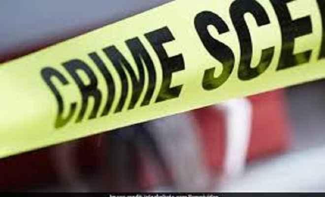 महिला पोस्टमास्टर की गोली मारकर हत्या, भीड़ ने हत्यारोपित को पीटकर मार डाला