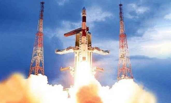 इसरो ने रचा इतिहास: चंद्रमा के रहस्यलोक की अनदेखी परतों को खोलने निकला चंद्रयान -2