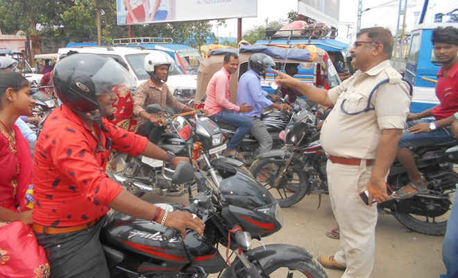 रक्सौल में नियमित वाहन जांच करेगी पुलिस, इंस्पेक्टर अयूब ने कहा- बाइक चोरी पर लगेगा अंकुश