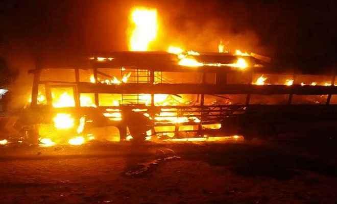 मुजफ्फरपुर से सिलीगुड़ी जा रही बस में लगी आग, एक महिला यात्री की मौत, 17 अन्य घायल