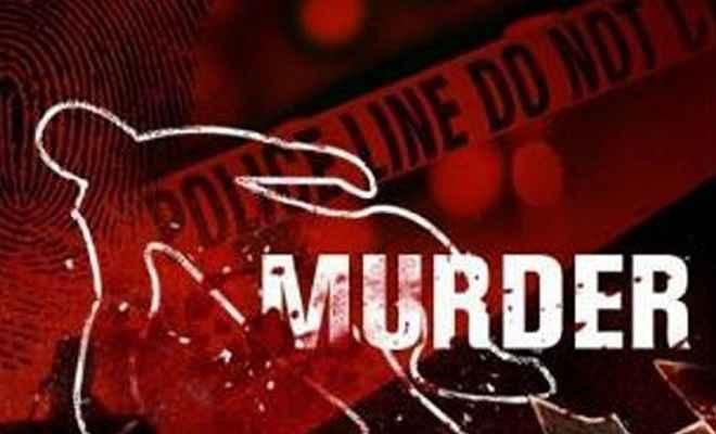 युवक की पीट-पीटकर हत्या, डॉक्टर पर हत्या का आरोप, आक्रोशित लोगों ने किया प्रदर्शन