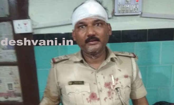 मोतिहारी के मीना बजार में महाबीरी झंडा के दौरान पुलिस पर हमला, दो दारोगा सहित पांच जख्मी, सदर अस्पताल में भर्ती