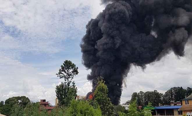 नेपाल में बिल्डिंग में लगी भीषण आग, 500 मिलियन नेपाली रुपये की संपत्ति जलकर स्वाहा