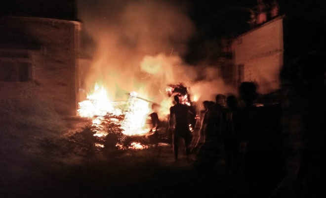 रक्सौल में लगी आग, बच्चा झुलसकर घायल, आग बुझने के घंटो बाद खाली हाथ पहुंचे अग्नीशमन कर्मी