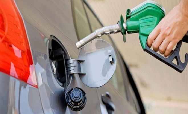 डीजल 6 पैसे प्रति लीटर सस्ता हुआ, पेट्रोल के दाम स्थिर, जानें आज के भाव