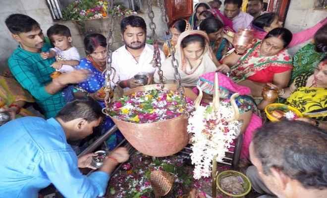 कुशीनगर में श्रावण मास के अंतिम सोमवार को शिवालयों में भक्तों तांता
