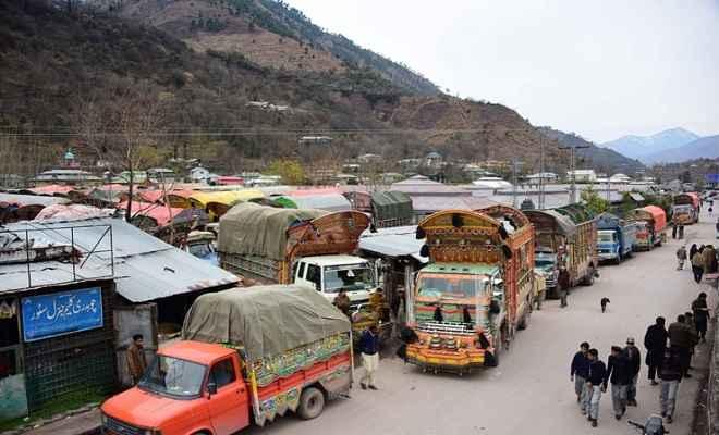पाकिस्तान ने रोका कारोबार, दैनिक उपभोग का सामान लेकर नियमित पहुंचने वाली कोई भी गाड़ी नहीं पहुंची भारत