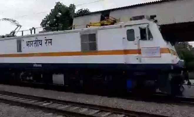 अब पटरियों पर 180 किमी. की रफ्तार से दौड़ेंगी ट्रेनें, भारतीय रेलवे ने तैयार किया इंजन