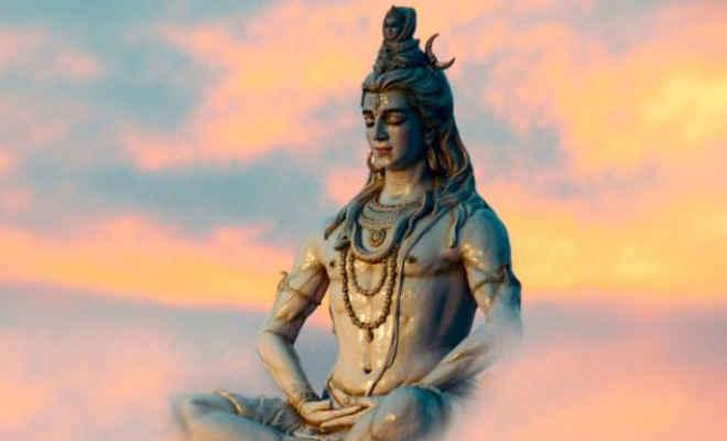 कौन है शिव, सावन में क्यों होती है इनकी पूजा?