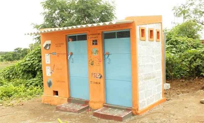 कुशीनगर में ढाई हजार से अधिक शौचालयों के लिए जारी तीन करोड़ से अधिक की धनराशि का बंदरबाट, मामला दर्ज