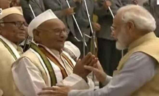 कुशीनगर के स्वतंत्रता संग्राम सेनानी डॉ प्रह्लाद प्रजापति को राष्ट्रपति ने किया सम्मानित