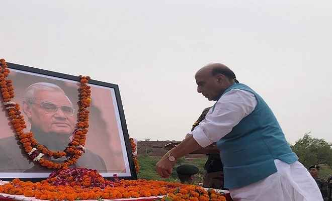 पाकिस्तान से तनाव के बीच रक्षामंत्री राजनाथ का बड़ा बयान, कहा- भविष्य के हालात तय करेंगे भारत की परमाणु नीति