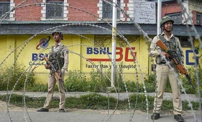 कश्मीर घाटी में आंशिक रूप से फोन सेवाएं हुईं शुरू, संवेदनशील हिस्सों में पाबंदी बरकरार
